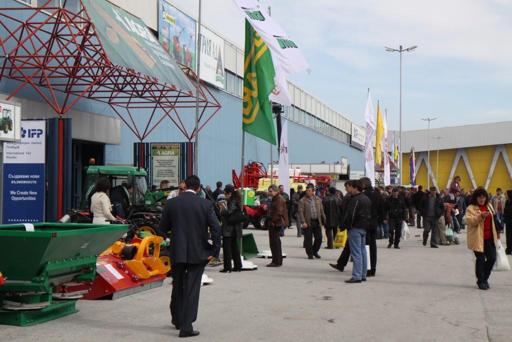"""""""Агра 2015"""" отново ще събере водещи компании от агробизнеса в Международен панаир Пловдив. Очаква се броят на представените държави да бъде по-голям от тази година."""